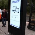 Tótem de exteriores para pantallas alto brillo