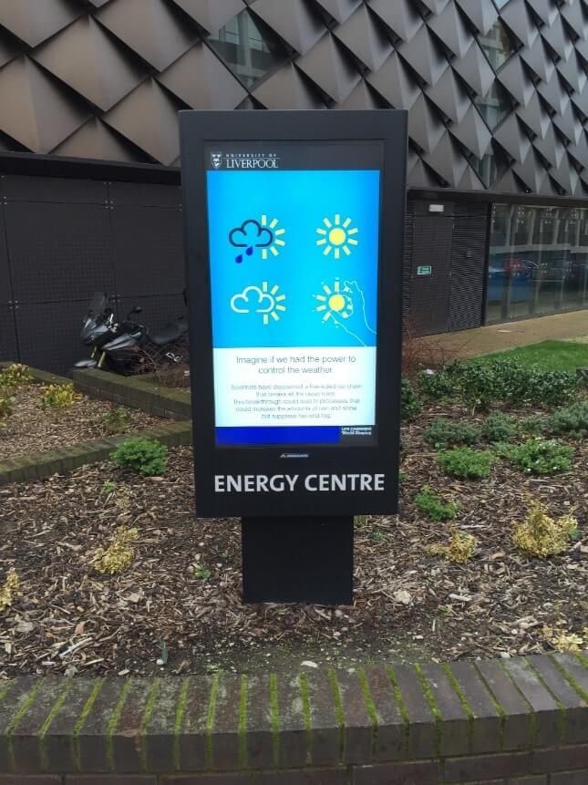 Armario ambiental para Cartel Digital Exterior de Armagard para la Universidad de Liverpool