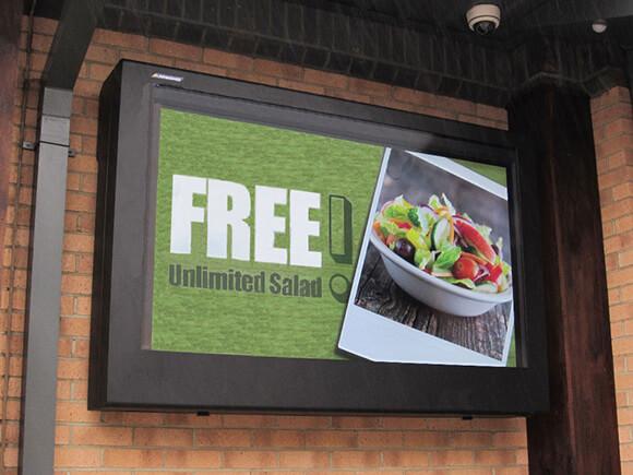 Cartel digital exterior utilizado como cartel de menú