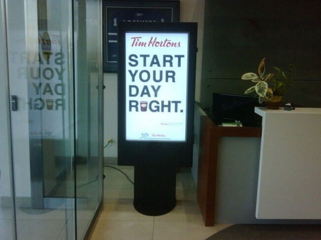 La señalización digital vestíbulo del hotel