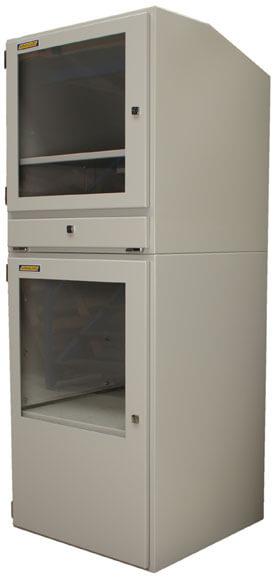 Armario industrial para computadora vista lateral derecha cerrado y vacío