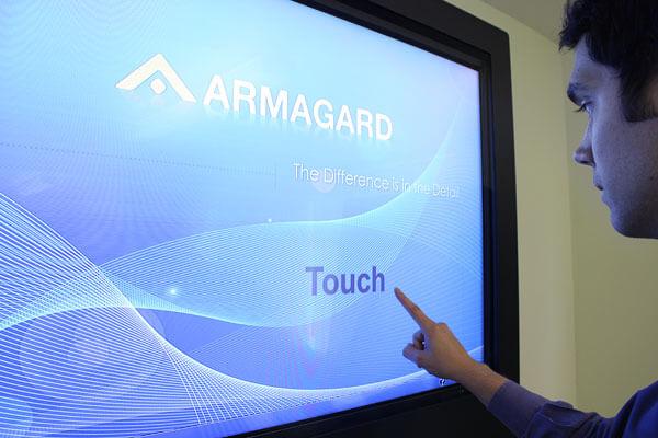 pantallas tactiles interactivas PDS recintos de uso