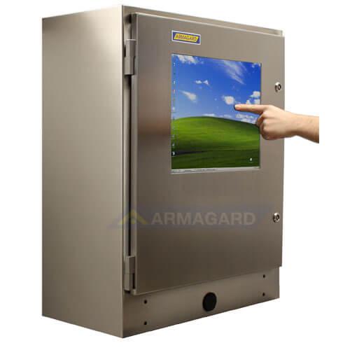 PC Industrial Tactil Estanco Inox IP65 SENC-750 vista lateral en uso