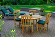 mobiliario de jardin en un hermoso jardin