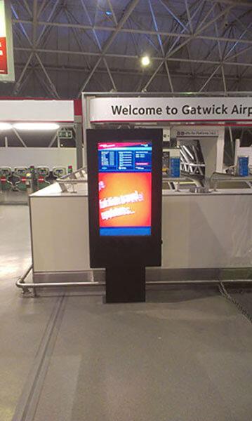 Totem Digital Exterior en el aeropuerto de Gatwick