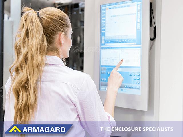 tecnología de pantalla táctil mejorar procesos y la productividad en el lugar de trabajo.
