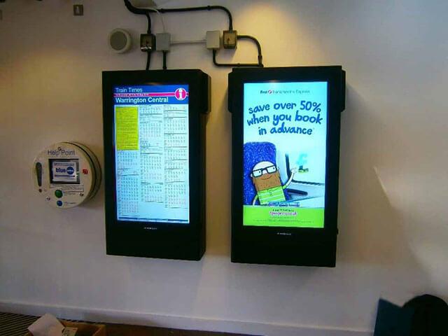 Señalización digital en acción en Estación de tren