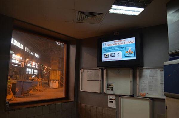 señalización digital para los anuncios de la empresa en planta